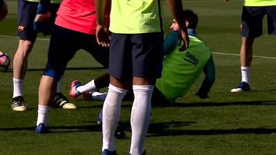 【训练】内马尔抢圈三秒就成功 梅西为抢球竟凶狠放铲队友