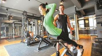 健身教练为挽留顾客