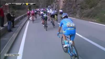 爬坡开始前 三名车手从主集团突围进攻