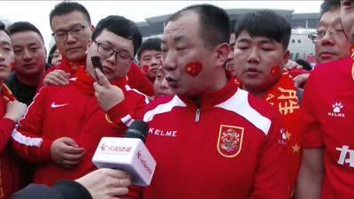 还记得退票哥嘛?美女记者再度偶遇陕西球迷不离不弃