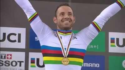 男子一公里计时赛 两位壮汉同挤一个银牌领奖台