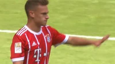 这都不进!拜仁前场围攻 基米希门前半米头球被扑