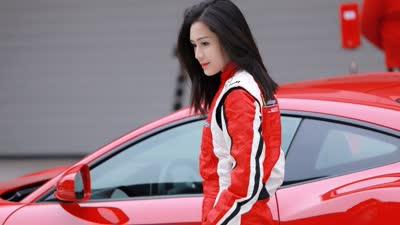 汤晶媚上赛道开赛车 盘点娱乐圈的女明星赛车手