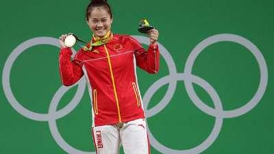 邓薇绝对优势为中国女举破零 奥运金牌让生涯圆满