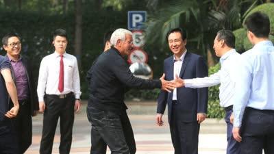里皮抵达广州 蔡振华许家印三人同框
