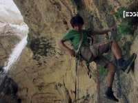 solo徒手攀爬峭壁 悬崖悠荡似超人
