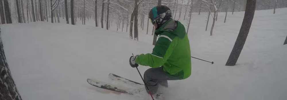 乐视体育带你体验日本粉雪 体验野雪穿越树林