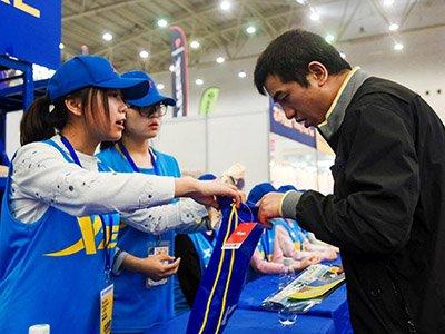 武汉马拉松博览会开幕 众跑友参与现场活动