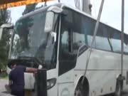 《法治进行时》20160903:大巴车遭遇事故 无票乘客被困医院