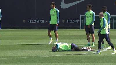 【训练】梅西铲球失败倒地碰瓷 球王无底线行径反造全队胖揍