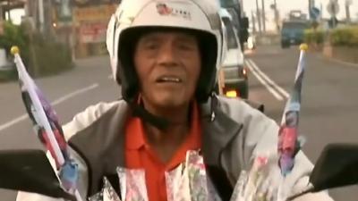 八旬老人摩托车环岛骑行