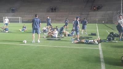 传阿根廷球员飞行过程不适 全队坚持完成赛前训练