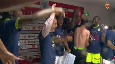 新科法甲冠军大闹新闻发布会 主帅雅尔迪姆惨遭湿身