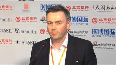 世台联就胸标事件发声明 称对小丁言论感失望震惊