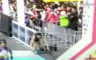 2016东京马拉松 选手爬过终点震撼人心
