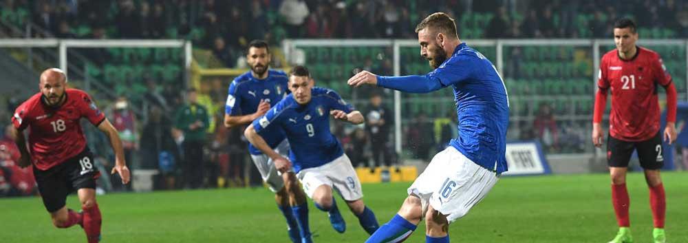 世预赛-布冯千场意大利2-0