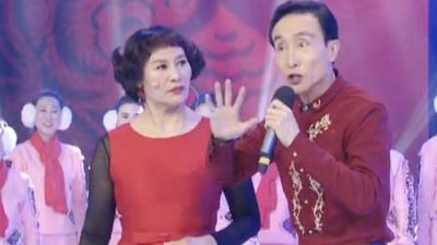巩汉林演绎机器人广场舞 莫斯科长腿美女唱中国歌