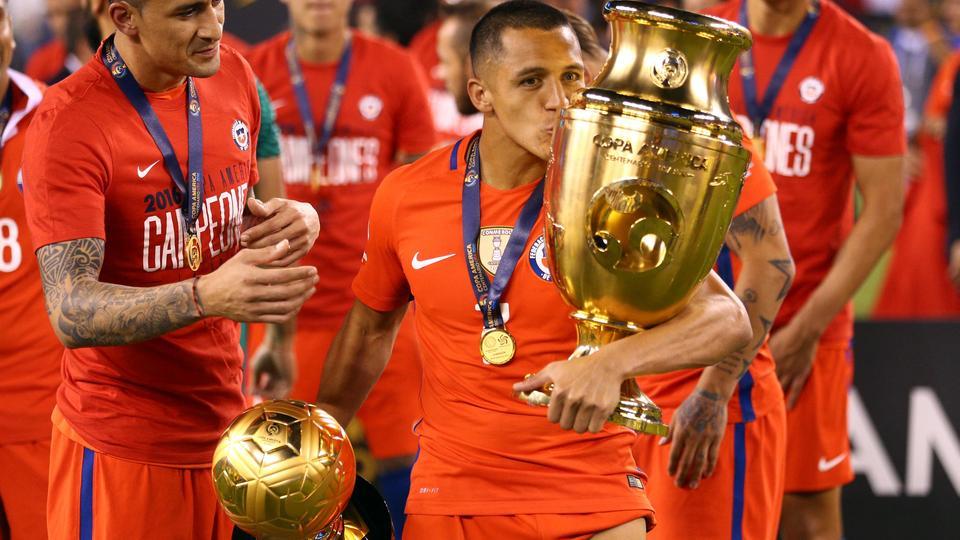 百年美洲杯官方最佳-桑切斯金球神锋金靴