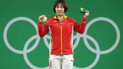 女子举重69公斤 向艳梅获得中国第九金