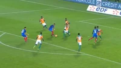 这是梅西才有的待遇!帕耶禁区遭6名防守球员围抢