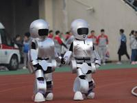 郑州大学运动会开幕式奇装异服大PK