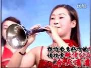 红衣长发美女唢呐吹奏 实力派的表演