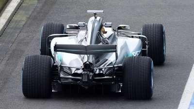 F1赛道奔驰王就是王 风驰电掣炫新车