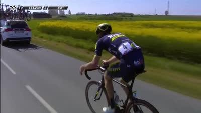 萨甘顶到主集团最前领骑 迎来三公里三星石头路