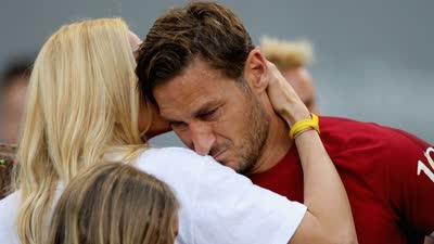 托蒂罗马最后一战泪洒奥林匹克 全场球迷泪崩