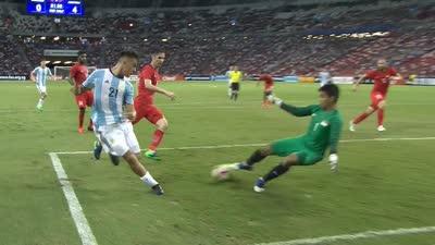迪巴拉小角度直接打门 门将准确把球封出底线