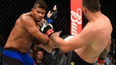 UFC213欧沃瑞姆判定胜温盾 争议判罚引发现场嘘声