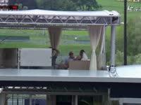 F1奥地利站排位赛 红牛大老板马特希茨赛场谈笑风声