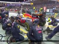 F1新加坡站正赛:巴顿退赛维斯塔潘出站回科维亚特身后
