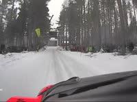 WRC瑞典站SS14:奥斯特伯格跳坡成绩44米