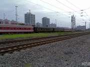现场实拍:北京丰台火车站的车来车往