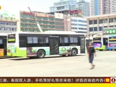 长沙158路公交司机驾车玩手机被停岗