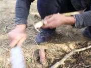 农村小伙刚从地里挖的红薯,忍不住当场挖洞给烤了,你吃过么