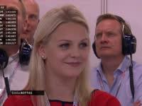 F1新加坡站排位赛:芬兰美媳妇成围场亮丽风景线