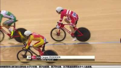 男子全能赛淘汰赛 发车之后波兰丹麦选手发生摔车