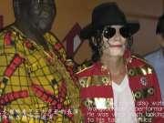 中国艺人王杰克逊受乌干达大酋长之邀做客家里,获好评