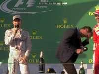 """F1澳大利亚站正赛 嘉宾韦伯""""享受""""维特尔香槟雨"""
