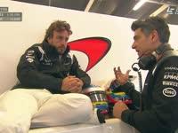 就是不想好好坐着!F1英国站FP1 阿隆索迷之坐姿