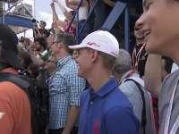 F1德国站正赛:颁奖台下的蓝衣少爷颜值抢镜