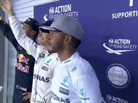 F1新加坡站排位赛后前三合影:里卡多喜笑颜开