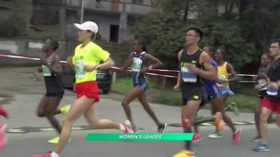 绿上衣红短裤 国际田径女子健将参赛无锡马拉松