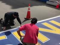 直击波士顿马拉松赛道 终点线已布置完毕