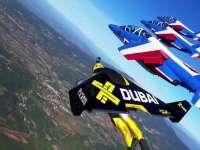 唯美!翼装飞行师与喷气机共奏空中芭蕾