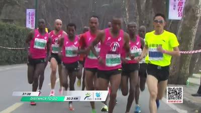 无锡马拉松围绕蠡湖公园开跑 选手们镜前卖萌
