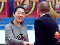曼城教练空降广州现场 被调侃聪明脑袋不长毛