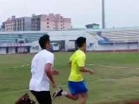 国羽男单征服田径场 400米多组林丹卡点到达